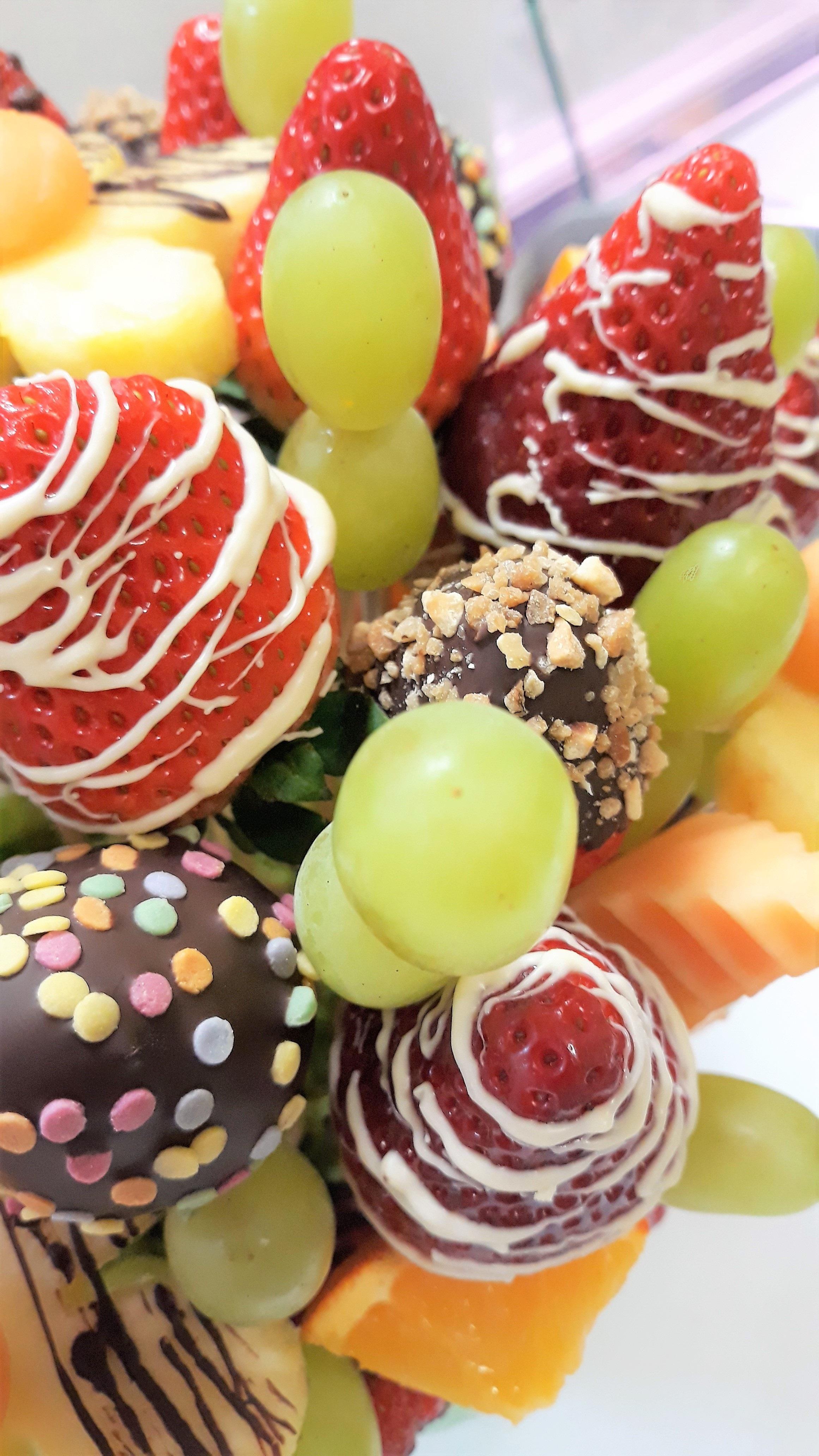 c2d7cea5a LUCREZIA je svieža, energiou nabitá ovocná kytica, v ktorej vyniká ovocie  typicky jarnými farbami - žltej, oranžovej, zelenej a červenej.